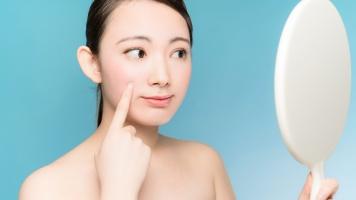 Ini yang Bisa Anda Lakukan untuk Mengurangi Bintik-bintik Wajah Akibat Penuaan image